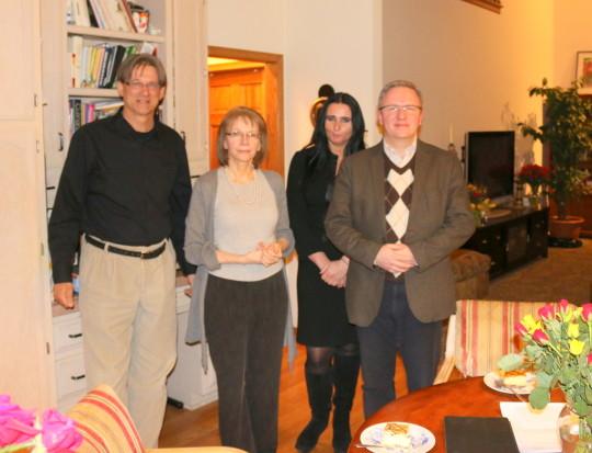 Profesor Krzysztof Szczerski z pania Agata i panem Leszkiem z Klubu Gazety Polskiej 2 w Chicago. Oraz ze mna i Myszka (niewidoczna na zdjeciu)